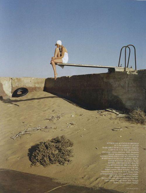 Agyness-Deyn-by-Tim-Walker-for-Vogue-UK-May-201102-1