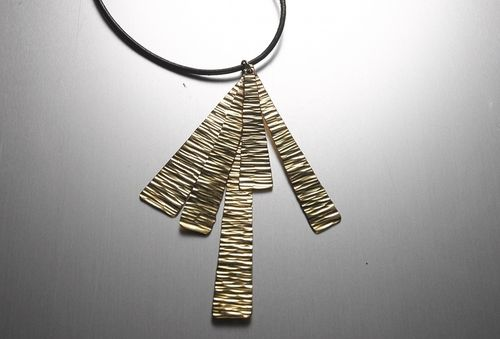 PageImage-497314-3050876-goldwedgependant