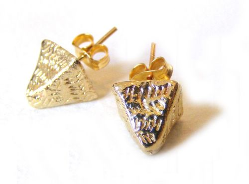 Etched_pyramid_stud_earrings_brass