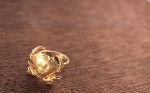 Kate Gilliland Gold crab ring(3)