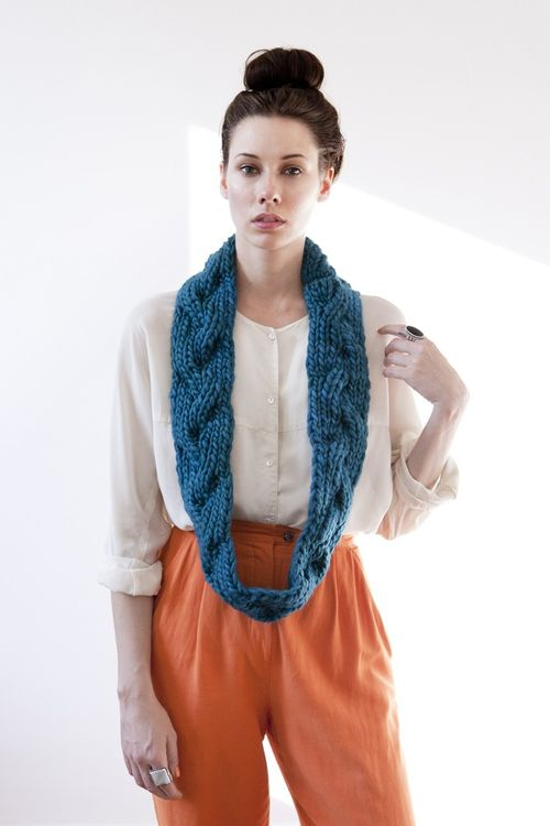 Aurora-reversible-braided-cowl-teal-gnd-04
