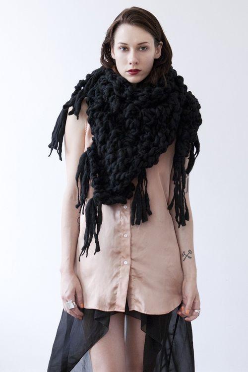 Belleville-shawl-black-gnd3