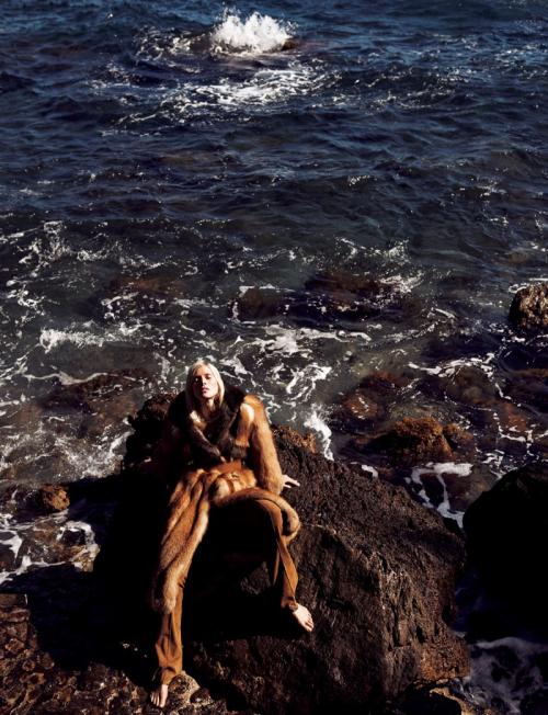 Iselin-Steiro-Vogue-Japan-2016-Editorial02