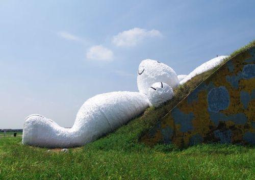 Moon-rabbit-florentijn-hofman-designboom-07