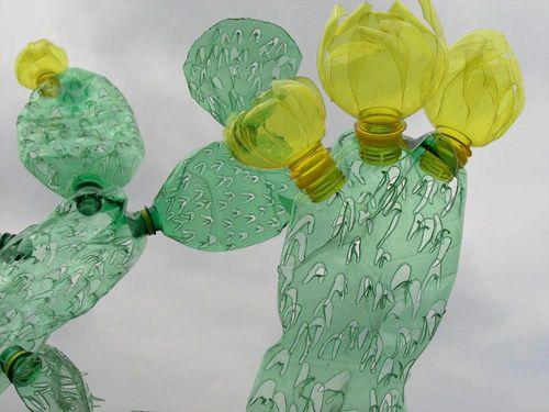 Veronika-Richterova-PET-Bottle-Sculptures-2a-cacti