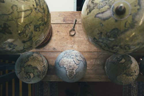 Mini-Globes-and-Livingstones-by-Gareth-Pon