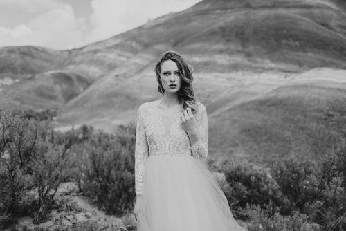 Honey-kennedy-eizabeth-dye-bridal-painted-hills-02