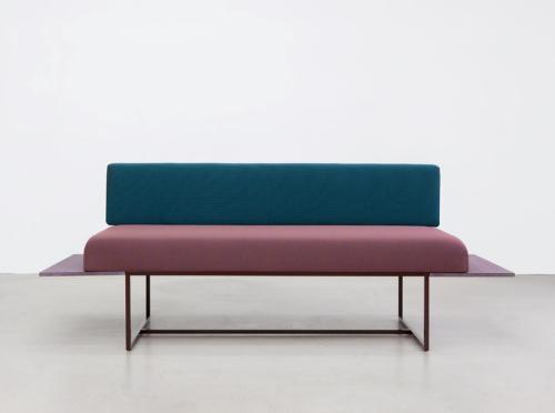 01_circus-couch_llot-llov
