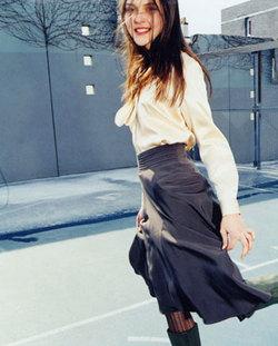 09_tie_blouse_jump
